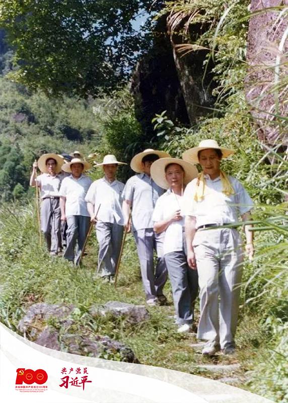 1989年7月19日,时任宁德地委书记的习近平一行前往寿宁县下党乡调研。